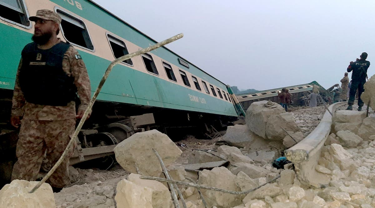 Train derails killing 1, injuring 40 in southern Pakistan