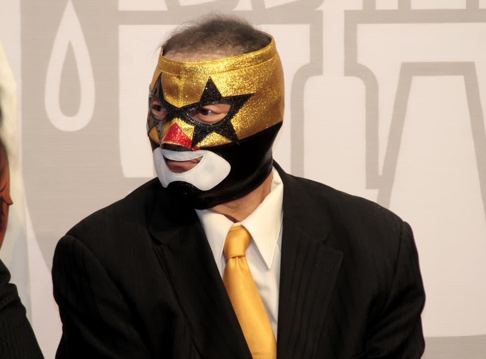 Con 40 años de trayectoria, Súper Muñeco se niega a colgar la máscara y se mantiene activo.