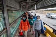 Niños no acompañados llegan a la frontera de Estados Unidos y México en cantidades récord
