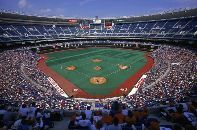<p>Vista general del estadio durante el partido entre los Expos de Montreal y los Phillies de Filadelfia en el Veterans Stadium de Filadelfia, Pensilvania. Los Filis derrotaron a los Expos 5-4. </p>