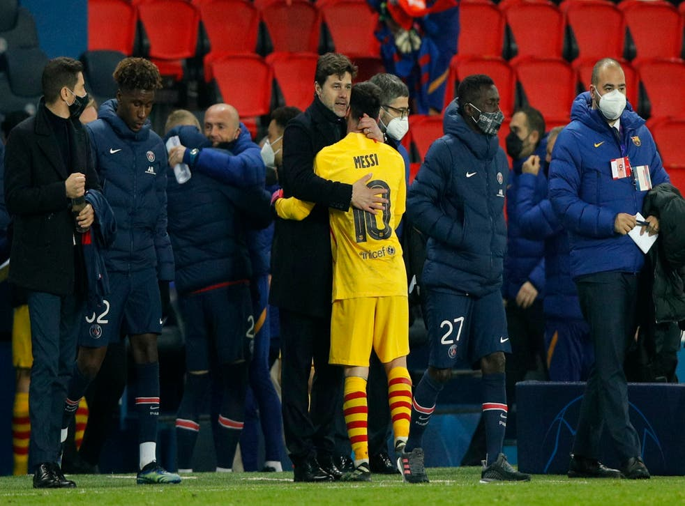 Mauricio Pochettino consoles Lionel Messi at full-time