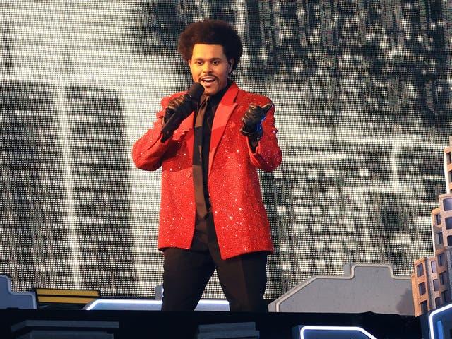 The Weeknd se presenta durante el espectáculo de medio tiempo del Super Bowl LV el 7 de febrero de 2021 en Tampa, Florida.