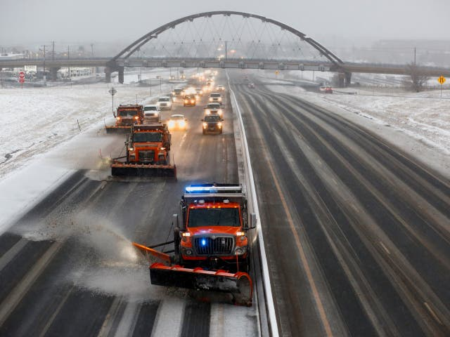 <p>Se espera que la gran tormenta vea hasta dos pies (60 cm) de nieve y vientos de hasta 45 millas por hora (72 km por hora) en el norte de Colorado  </p>