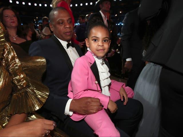 <p>El artista de hip-hop Jay-Z y su hija Blue Ivy Carter durante la 59a entrega de los premios GRAMMY en el STAPLES Center el 12 de febrero de 2017 en Los Ángeles, California.</p>