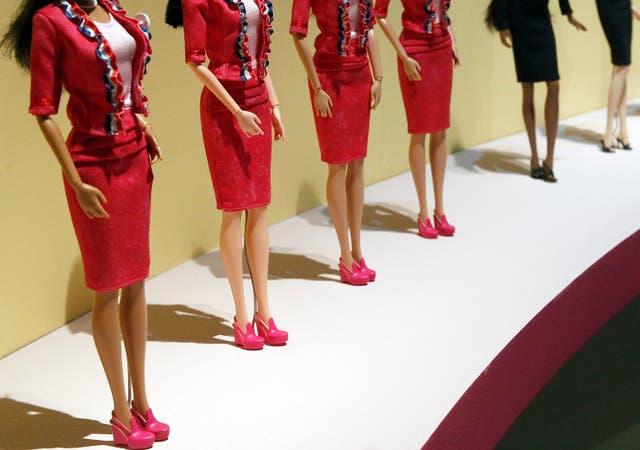 <p>Un nuevo estudio ha descubierto que jugar con muñecas delgadas podría hacer que las niñas quieran estar más delgadas.</p>