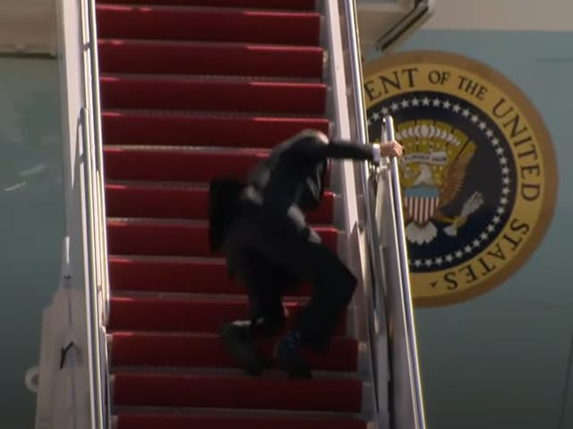 Biden falls walking up stairs boarding Air Force One