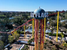 """Se requieren cubrebocas en las atracciones de los parques temáticos para """"mitigar los efectos de los gritos"""""""