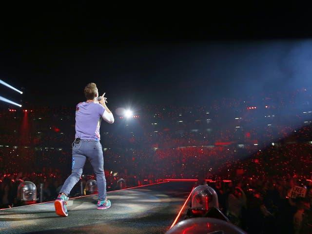 <p>Chris Martin de Coldplay realiza Coldplay en concierto en el estadio SDCCU, San Diego, EE. UU. </p>