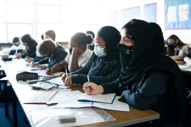 <p>Las exclusiones de período fijo son suspensiones de la escuela por un período de tiempo determinado por razones disciplinarias, de acuerdo con la guía del DfE.</p>