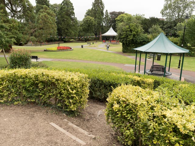 <p>Even during bad weather, Alton Public Gardens teemed with human life</p>