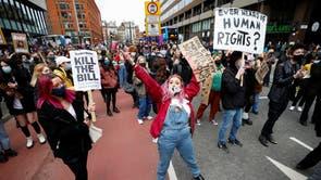Người biểu tình tham gia một cuộc biểu tình chống lại một dự luật chính sách mới được đề xuất ở Manchester