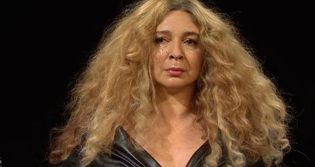 <p>'You bald b****': SNL host Maya Rudolph parodies Beyoncé losing her cool on Hot Ones </p>