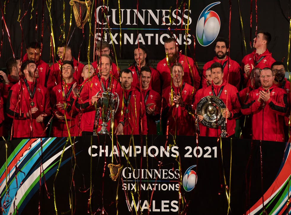 The Wales squad celebrate winning the 2021 Six Nations Championship