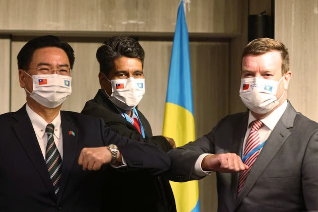 <p>Palau President Surangel Whipps, Taiwan foreign minister Joseph Wu and US Ambassador to Palau John Hennessey-Niland attend a news conference in Taipei, Taiwan on 29 March, 2021</p>