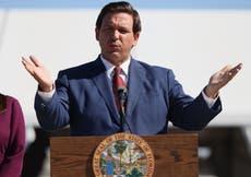 El gobernador Ron DeSantis frenará el uso de pasaportes de vacunas respaldados por Joe Biden