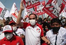 Perú: El candidato presidencial que insiste en tratar el COVID-19 con aguardiente y sal