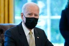 Estadounidenses respaldan el manejo temprano de la pandemia por parte de Biden, pero no las armas y la inmigración, muestra una nueva encuesta