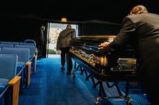 El COVID fue la tercera causa principal de muerte en Estados Unidos en 2020, informan los CDC
