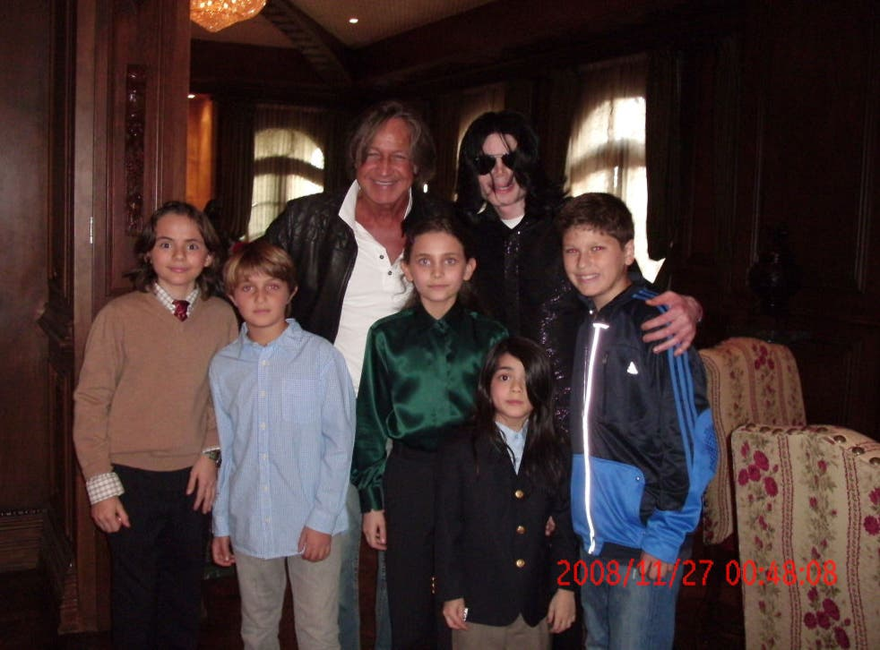 <p>Michael Jackson poses with real estate developer Mohamed Hadid (back left), Hadid's children and Jackson's children Michael Joseph Jr. (left), Paris (centre) and Prince Michael II in 2008</p>