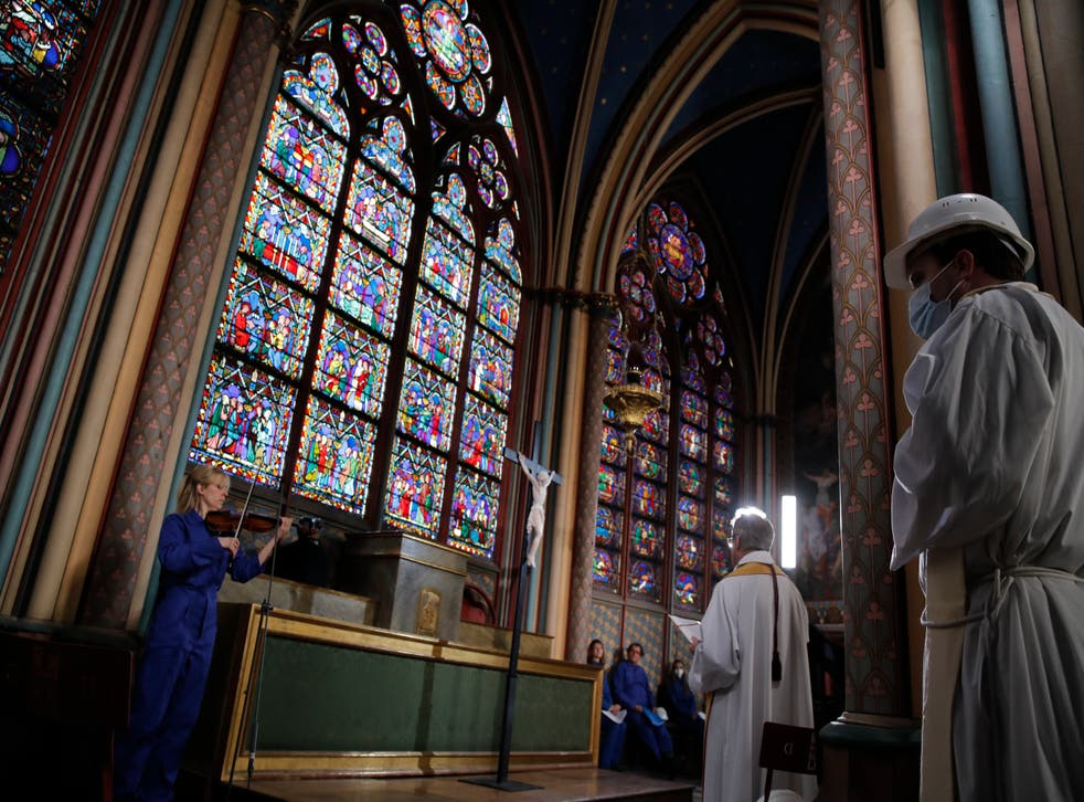 Holy Thursday service held in fire-ravaged Notre Dame