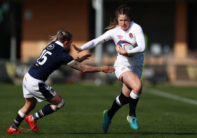 Jess Breach of England holds off Chloe Rollie of Scotland