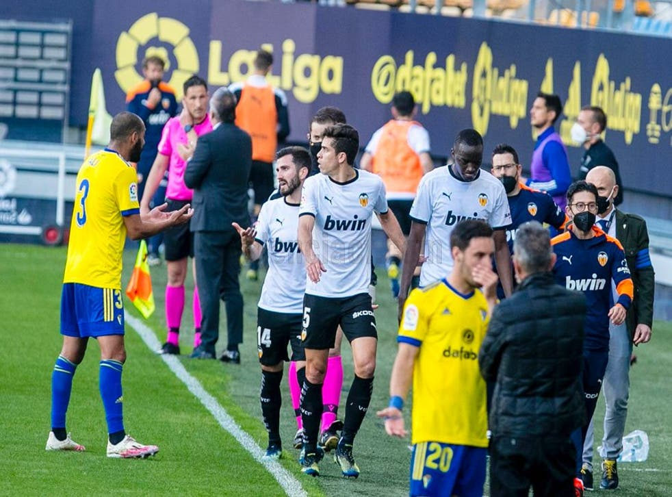 <p>Mouctar Diakhaby and his Valencia team-mates leave the pitch</p>