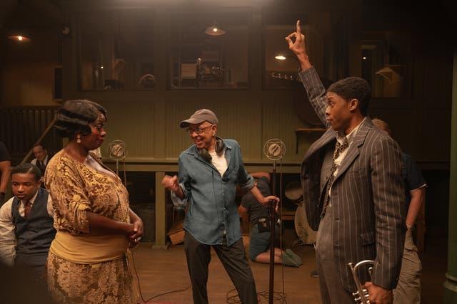 <p>Viola Davis, Chadwick Boseman y el director George C.Wolfe en el set de Black Bottom de Ma Rainey.</p>