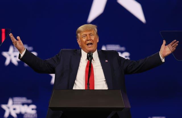 <p>El ex presidente de los Estados Unidos, Donald Trump, se dirige a la Conferencia de Acción Política Conservadora (CPAC) celebrada en el Hyatt Regency el 28 de febrero de 2021 en Orlando, Florida. Iniciado en 1974, CPAC reúne a organizaciones conservadoras, activistas y líderes mundiales para discutir temas importantes para ellos. </p>