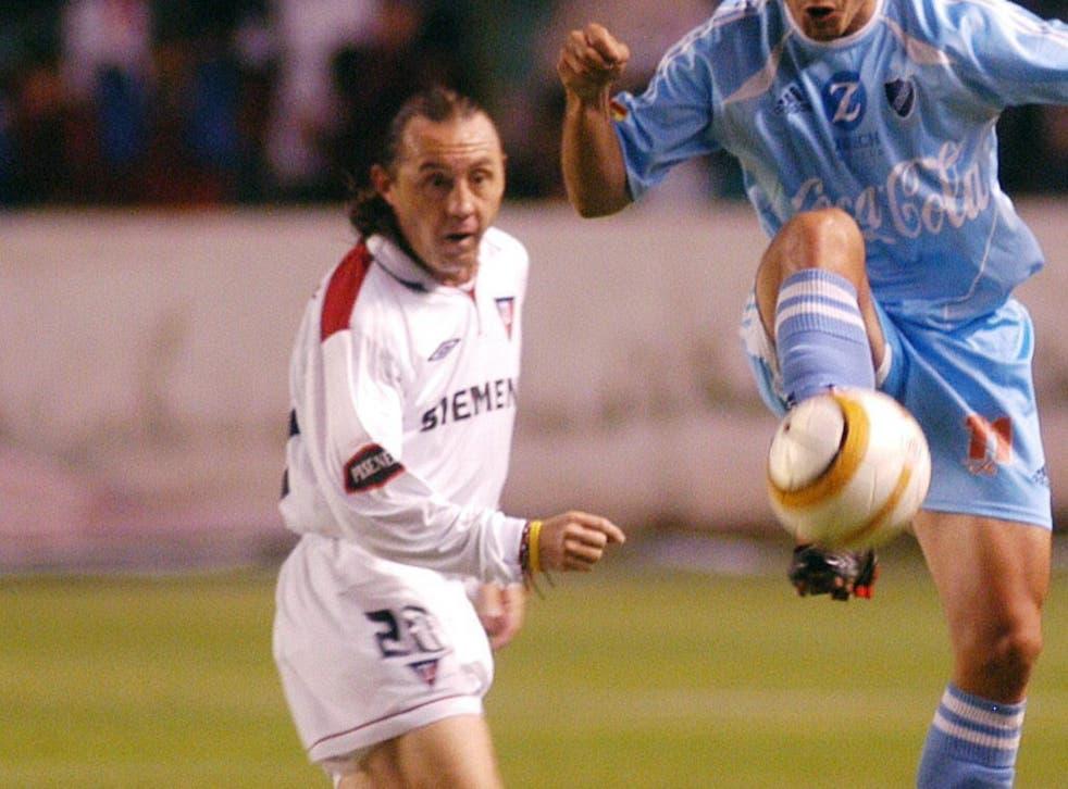<p>Aguinaga colgó los botines en su natal Ecuador en 2005 jugando con Liga de Quito.</p>