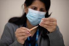Ensayos de vacuna contra el COVID de AstraZeneca en niños se detuvo; investigan reacciones