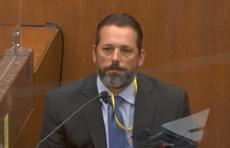 Derek Chauvin rompió las reglas al arrodillarse sobre el cuello de George Floyd, dice su excolega