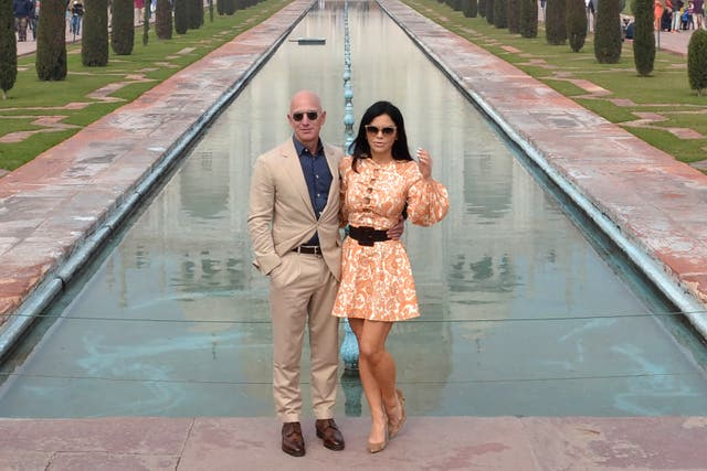 <p>Chief Executive Officer of Amazon Jeff Bezos (L) and his girlfriend Lauren Sanchez pose for a picture during their visit at the Taj Mahal in Agra on January 21, 2020</p>