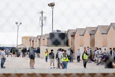 Piden al personal de la NASA que ayude a migrantes en los campamentos fronterizos