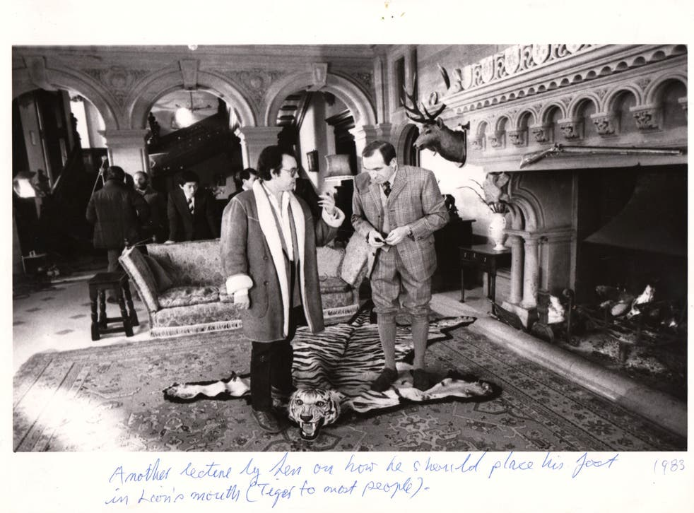<p>On set with Leonard Rossiter for the 'Tiger's Head' ad</p>
