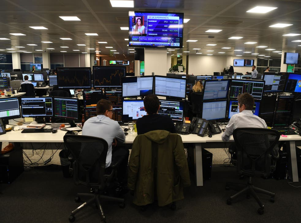 <p>FTSE 100 moves closer to 7,000 </p>