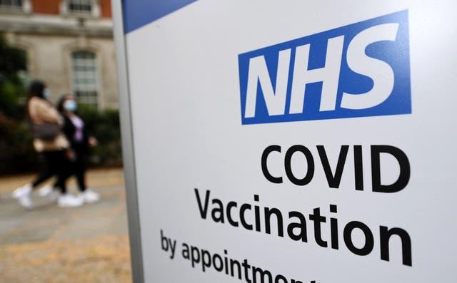 <p>El cambio se hizo para reflejar el riesgo reducido del coronavirus para los menores de 30 años.</p>