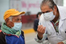 México: Jóvenes se disfrazan de adultos mayores para recibir vacuna COVID-19