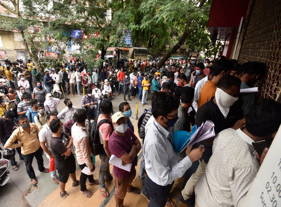 <p>Queues outside the Chemists Association demand Remdesivir in Pune</p>