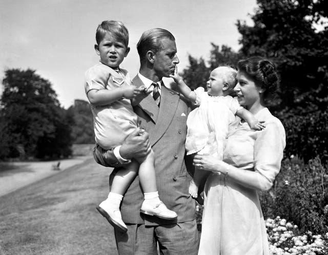 <p>Felipe se casó con la princesa Isabel en una ceremonia en la Abadía de Westminster el 20 de noviembre de 1947.</p>