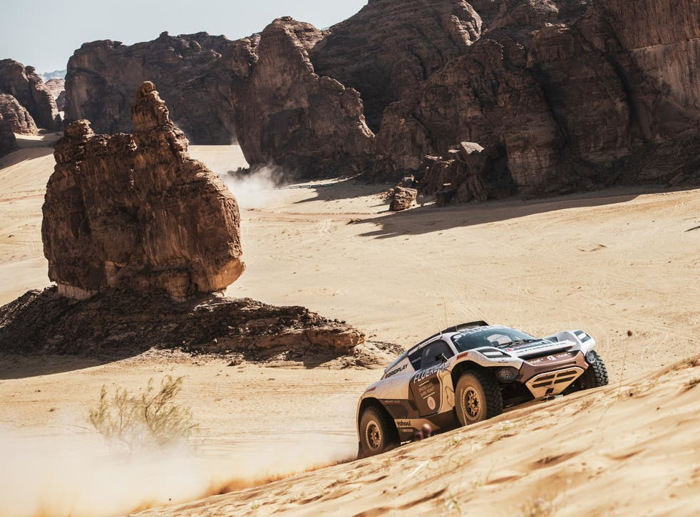 Andretti United's Catie Munnings races across the AlUla desert