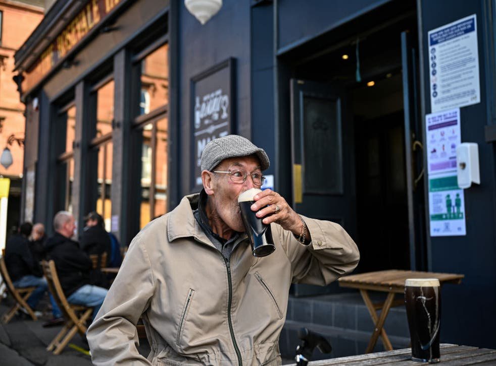 <p>Pub gardens will reopen from 12 April in England</p>