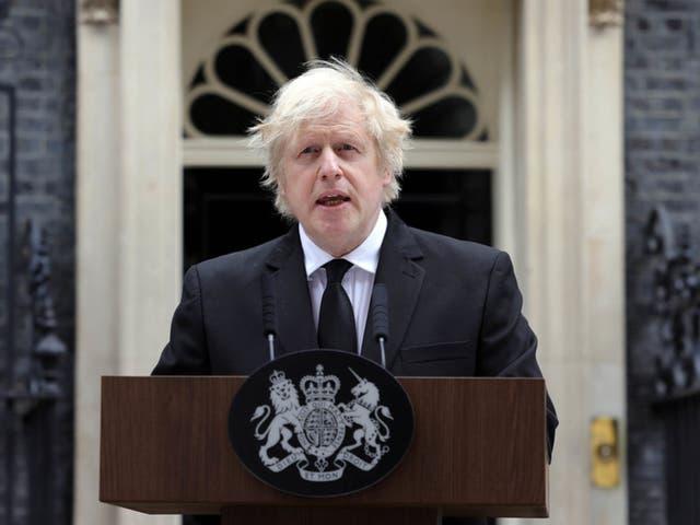 <p>Johnson tomó la decisión de no asistir a fin de no ocupar un espacio que pudiera ser usado por un miembro de la familia del duque de Edimburgo.</p>