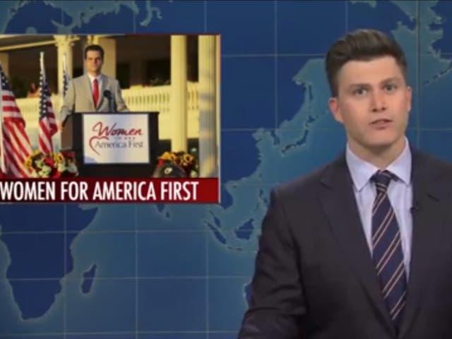 <p>El presentador de Saturday Night Live, Colin Jost, ridiculiza al congresista Matt Gaetz.</p>