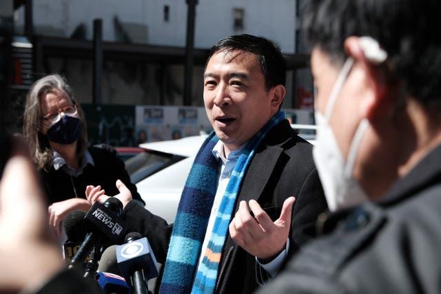 <p>El principal candidato a la alcaldía de la ciudad de Nueva York, Andrew Yang, provocó indignación en las redes sociales luego de una extraña publicación en el Día Nacional de las Mascotas</p>