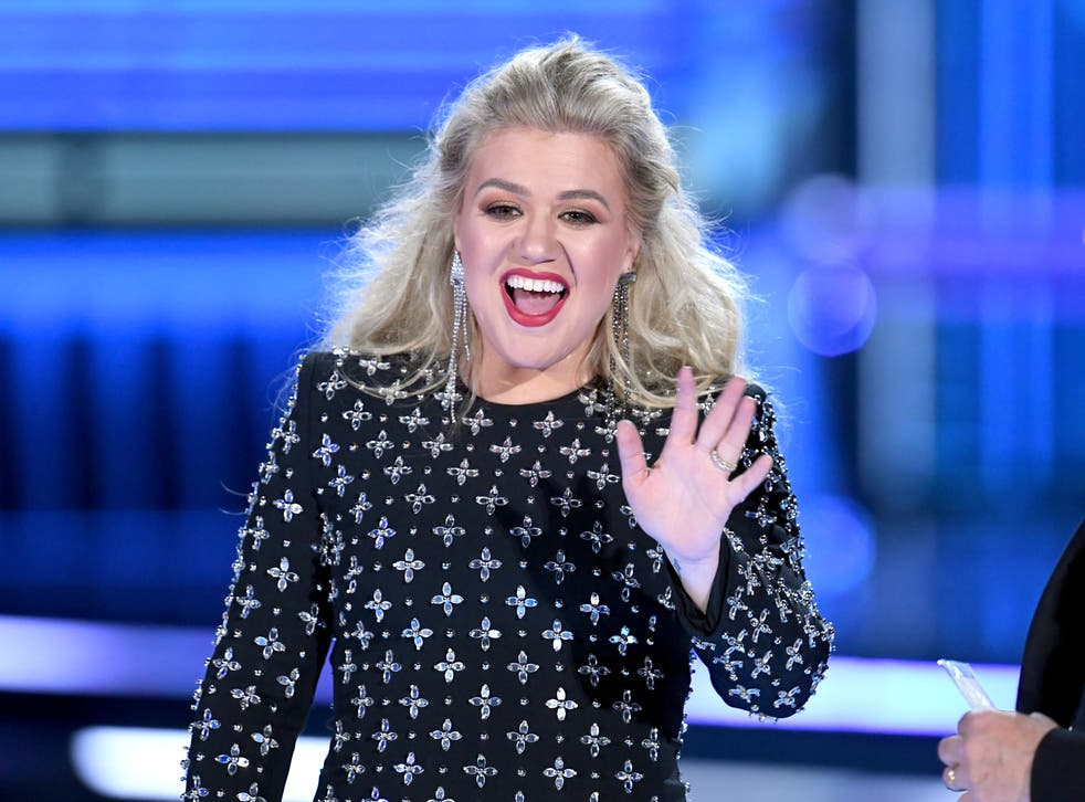 <p>Kelly Clarkson advised  Swift to re-record her first six albums.</p>