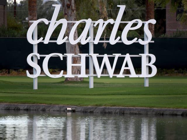 Se muestra un letrero durante la ronda final del Campeonato de la Copa Charles Schwab en el Phoenix Country Club el 8 de noviembre de 2020.