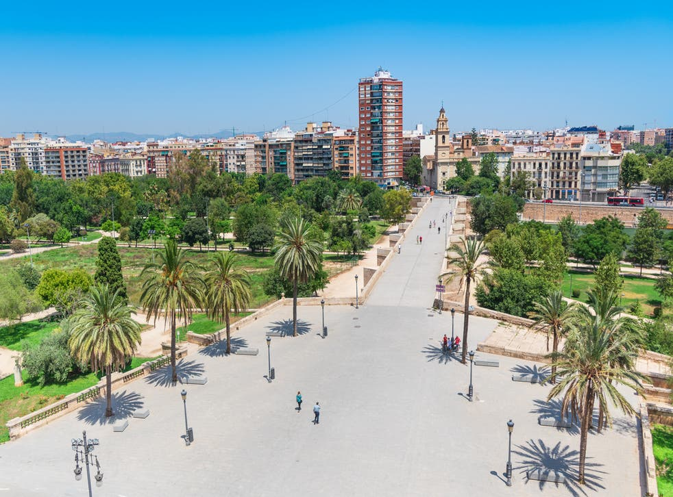 <p>Turia Gardens is perfect for cycling</p>