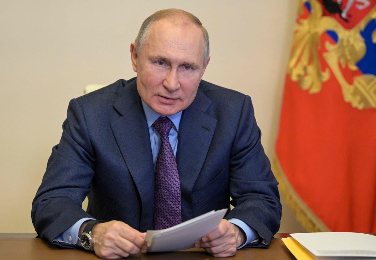 Biden news live: Russia threatens retaliation after president expels diplomats