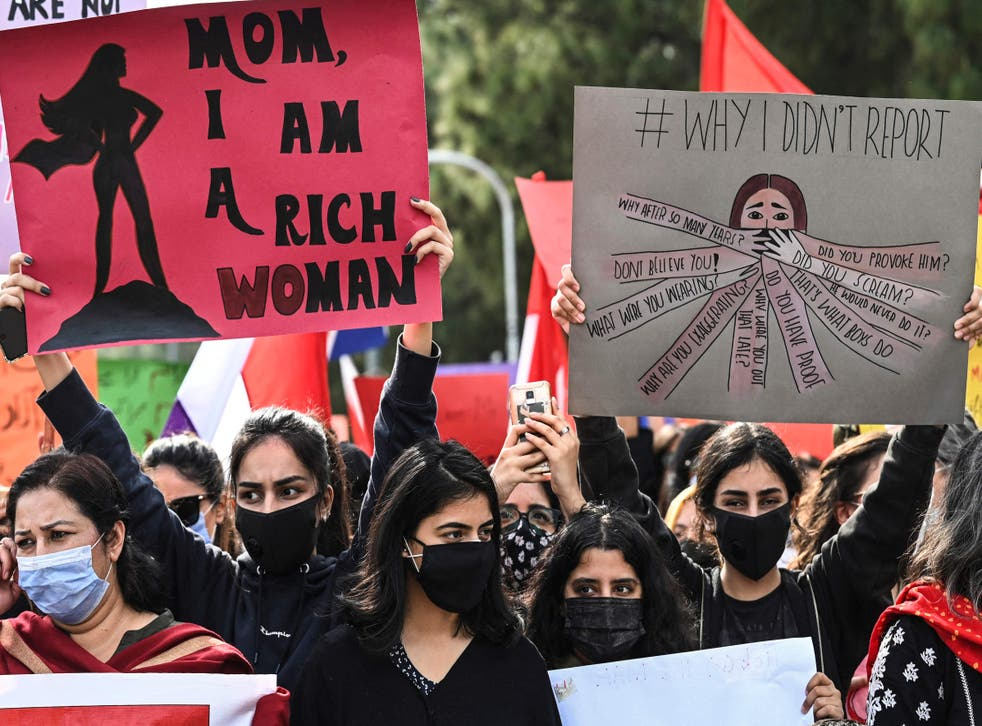<p>Activists of 'Aurat March' during a rally to mark International Women's Day in Islamabad on 8 March, 2021.</p>