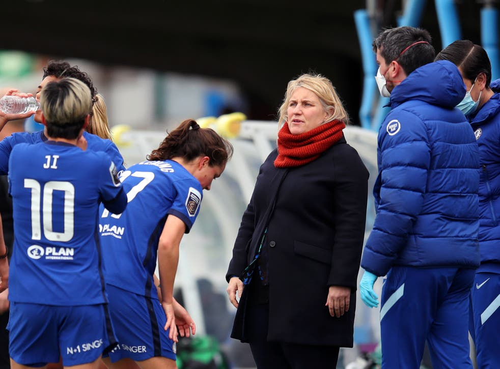 Emma Hayes with her players and fellow Chelsea staff
